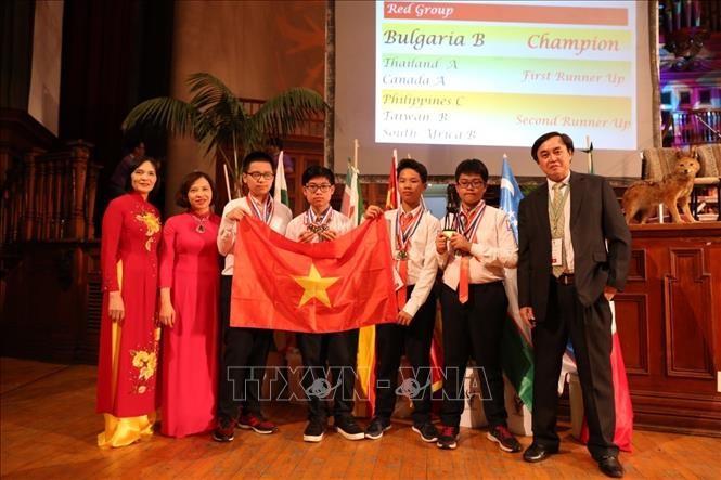 คณะนักเรียนเวียดนามสามารถคว้า 4 เหรียญทองในการแข่งขันคณิตศาสตร์นานาชาติปี 2019 - ảnh 1