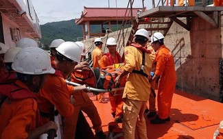 Panama's vessel rescues drifted Vietnamese sailors